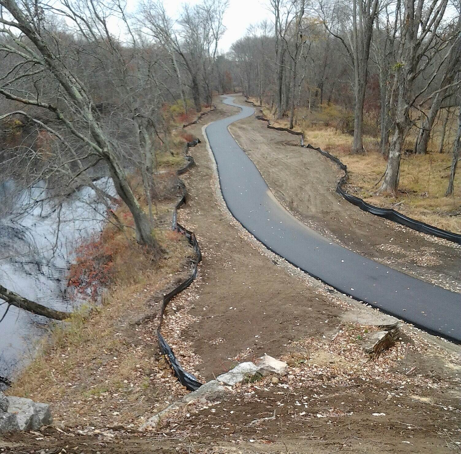 Air Line State Park Trail Airline/Hop River Connector This is the new connecting trail for the Airline and Hop River Trails.  It follows the Willimantic River from Bridge Street to Rt 66 on the Columbia/Willimantic town line.  It is beautifully paved!!