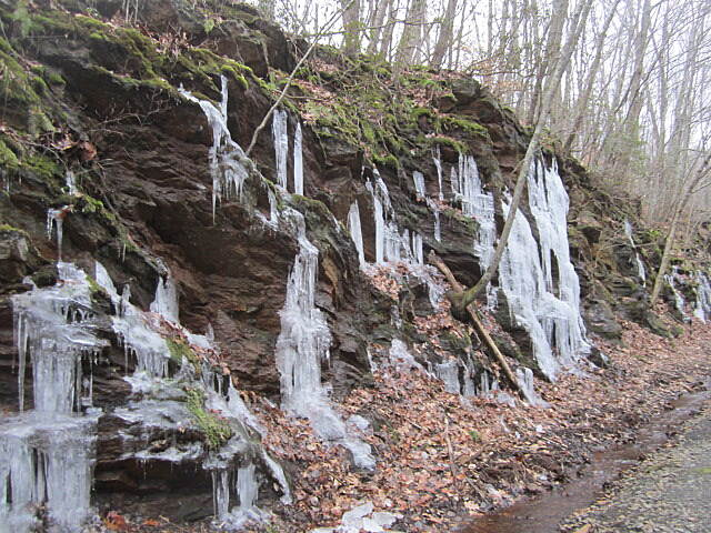 Air Line State Park Trail Icicles Located on the rocks within 2 miles from the Flanders Rd. parking lot in East Hampton.