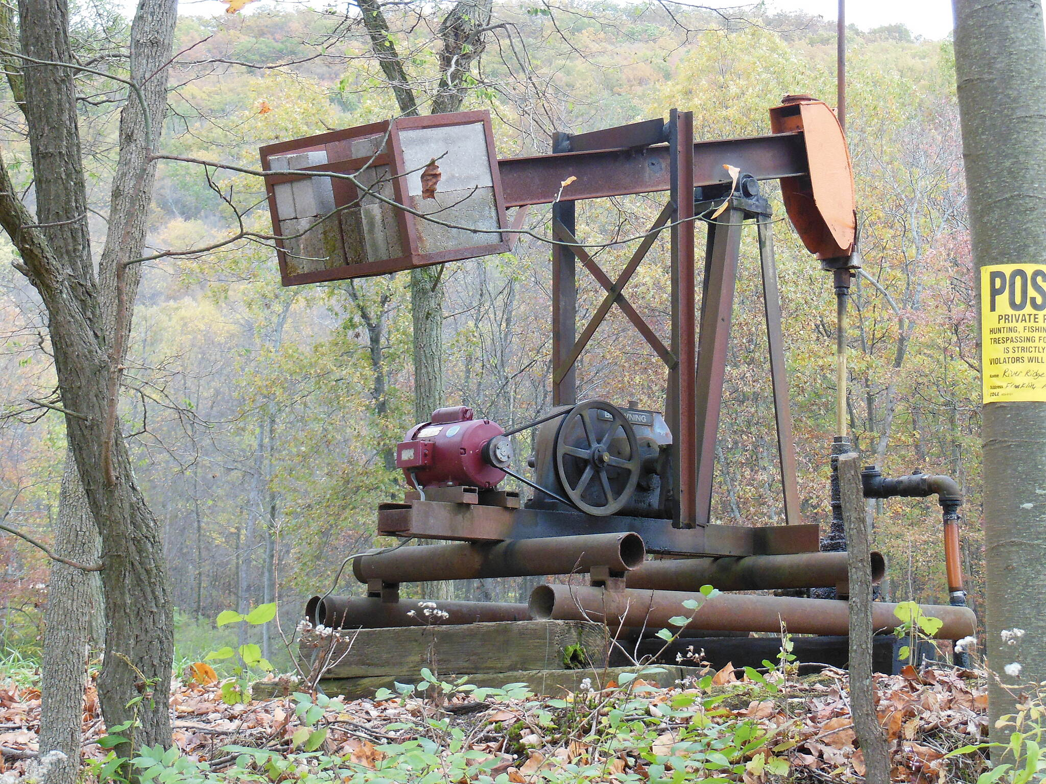 Allegheny River Trail Old Oil Well Getting up toward the north end of the trail you start to see more oil wells.