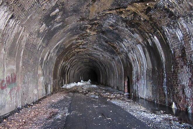 Allegheny River Trail Still ice inside Ice inside the Rockalnd TUnnel-April 2015