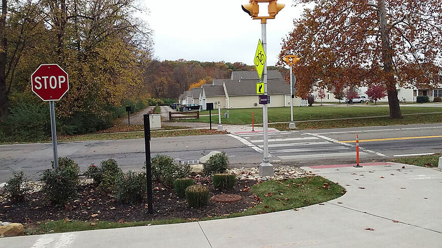 Alum Creek Greenway Trail Northbound Nov 2016 Nelson Park to Westerville, Sunbury Rd crossing in Bridgeview, there is a crosswalk light switch for this busy road