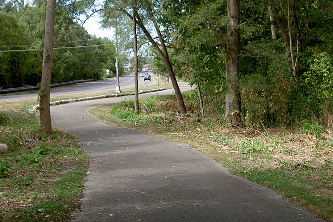 Alum Creek Greenway Trail Between E Livingston Ave and E Main St (South)