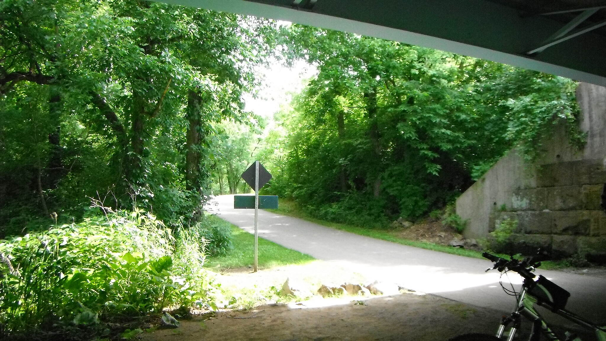 Alum Creek Greenway Trail Southbound under i270
