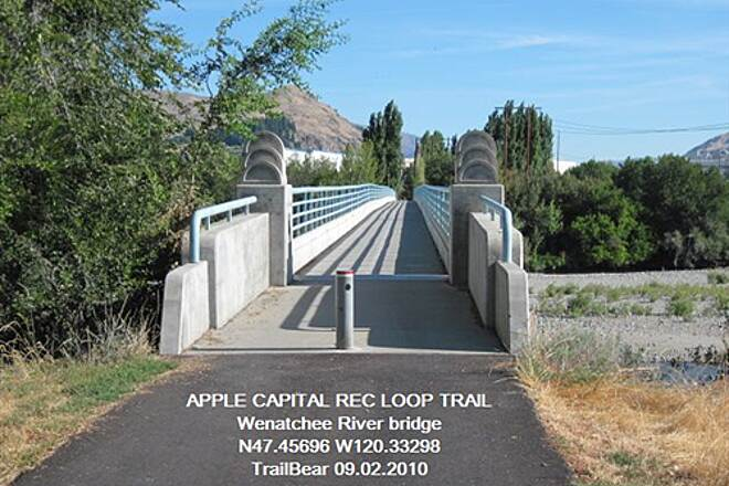 Apple Capital Recreation Loop Trail APPLE CAPITAL RECREATION LOOP TRAIL The bike bridge over the Wenatchee River