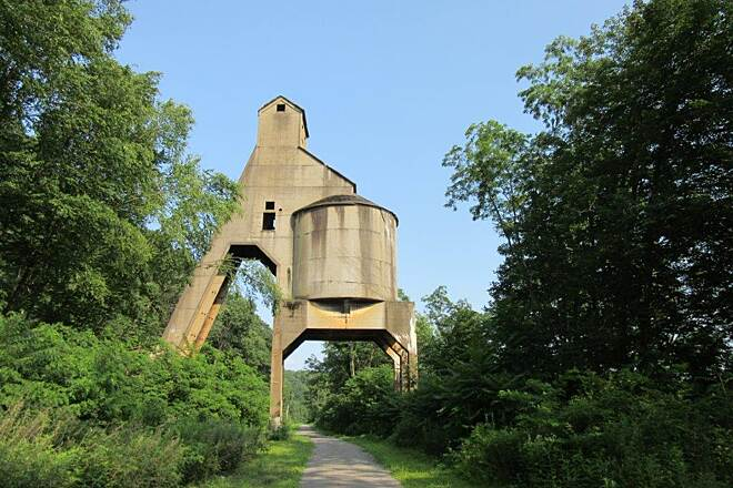 Armstrong Trail Coaling Tower - Redbank Coaling Tower at Redbank, July 2015