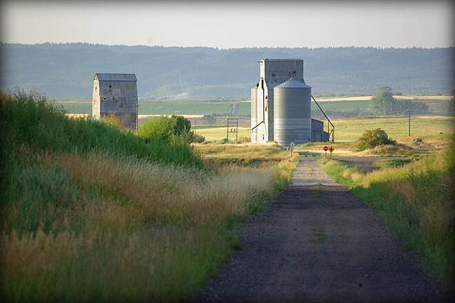 Ashton-Tetonia Trail trail and silos