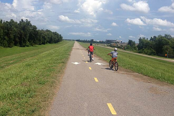 Baton Rouge Levee Bike Path Labor Day 2014 Enjoying the day in southern Louisiana