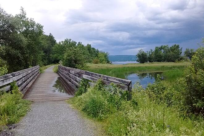 Beebe Spur Rail Trail The Beebe Rail Trail borders the Lake Memphremagog The Beebe Spur Trail runs along the shore of Lake Memphremagog, there are many second homes, but most of them are on the east side of the trail, keeping views open to the west across the lake