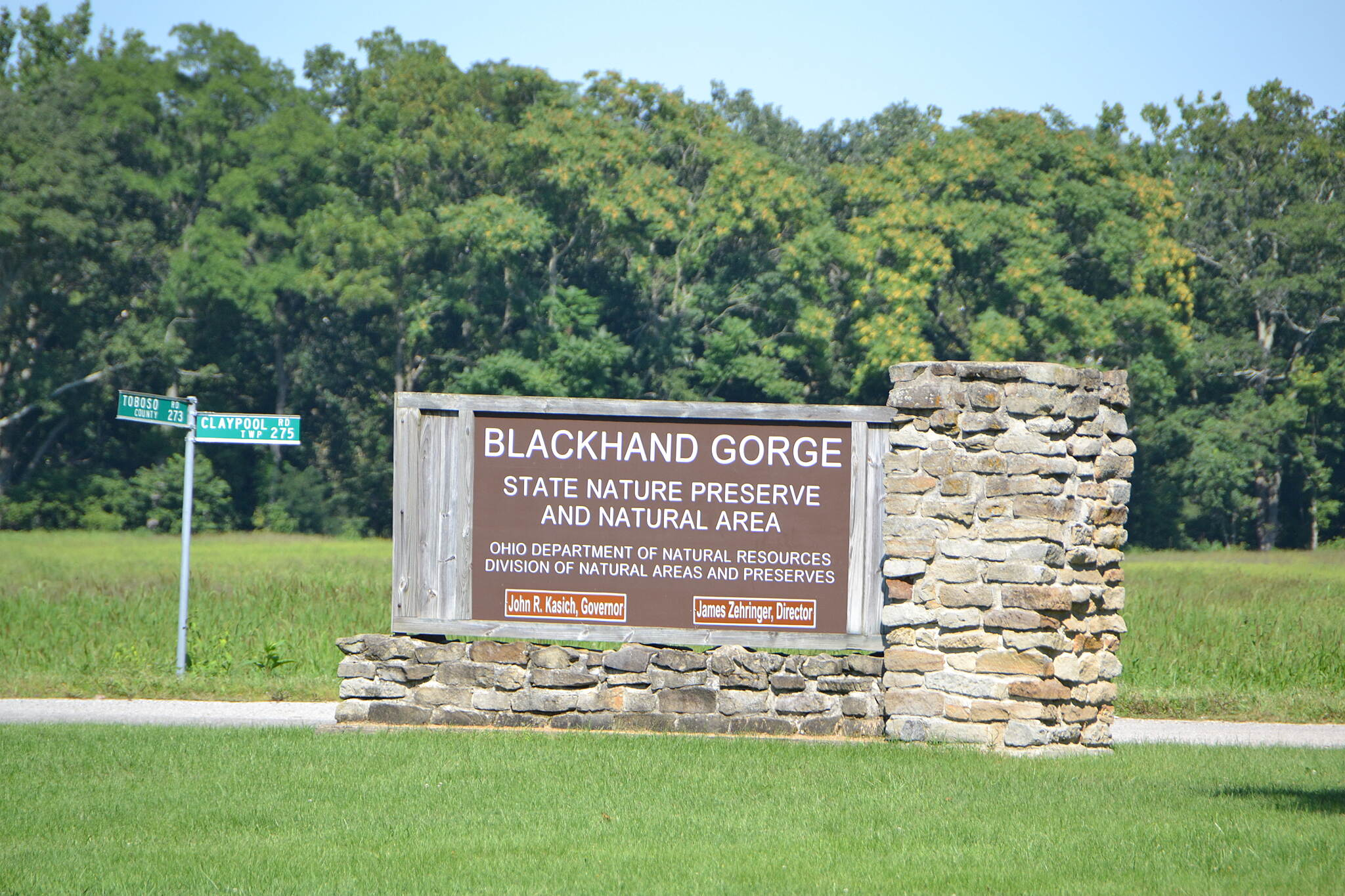 Blackhand Gorge Trail Parking area, start of trail