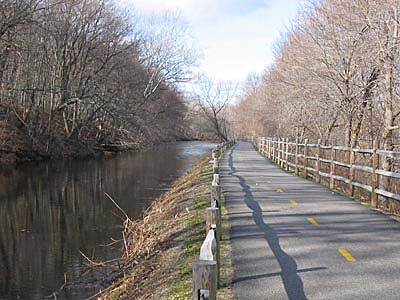 Blackstone River Greenway (RI) Early Winter Early winter is a great time to ride the Blackstone River Bikeway. This was a 42 degree day in December. Break out the bike! The best thing about riding in the cold weather is there are no bugs!