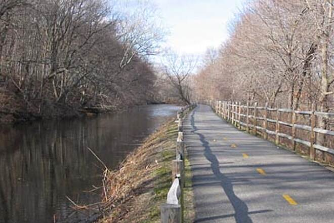 Blackstone River Greenway Early Winter Early winter is a great time to ride the Blackstone River Bikeway. This was a 42 degree day in December. Break out the bike! The best thing about riding in the cold weather is there are no bugs!