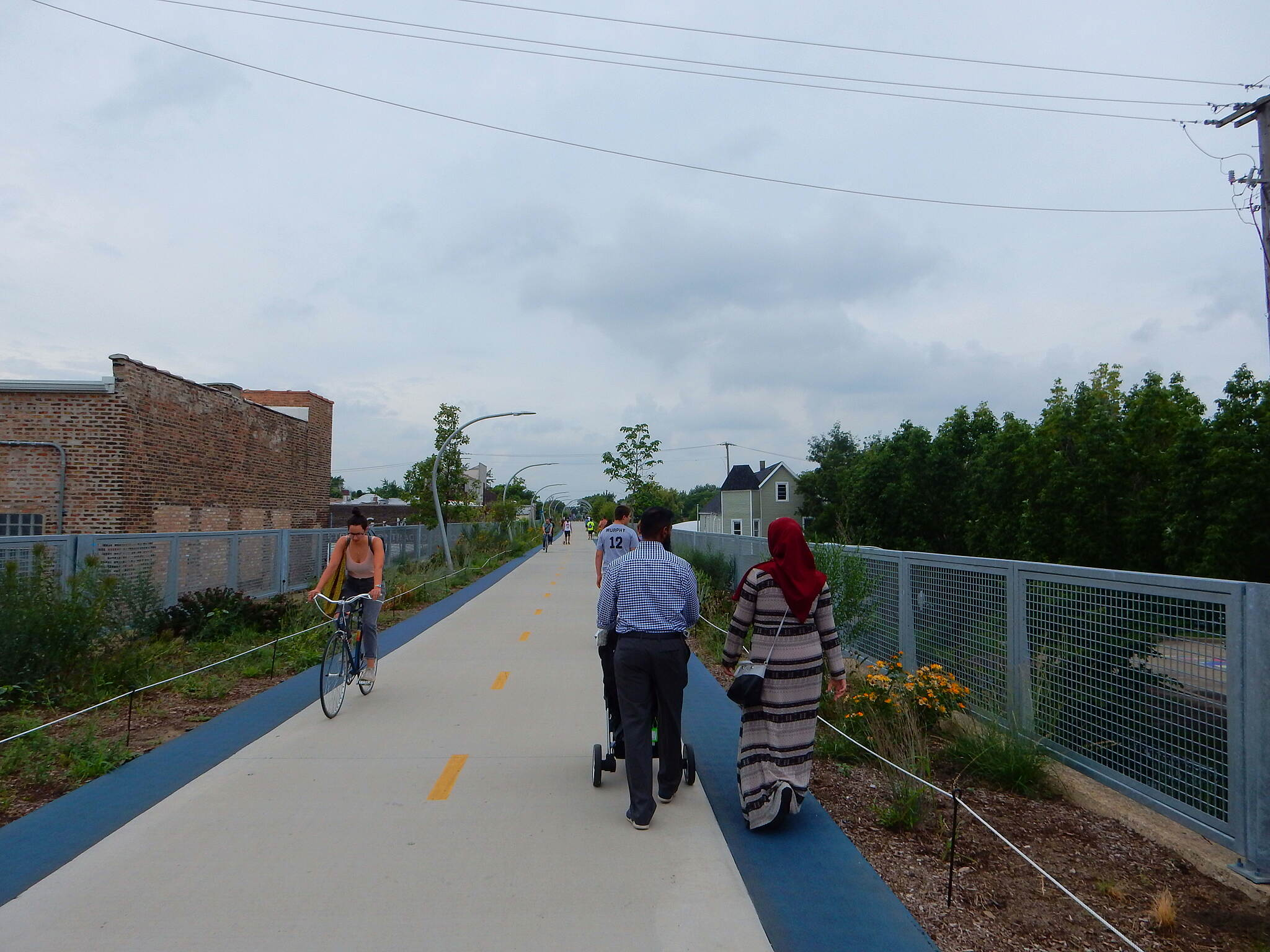 Bloomingdale Trail (The 606) The trail can get crowded. While there on a Monday during the day, there were quite a few people on the trail....taken 8-15-16.