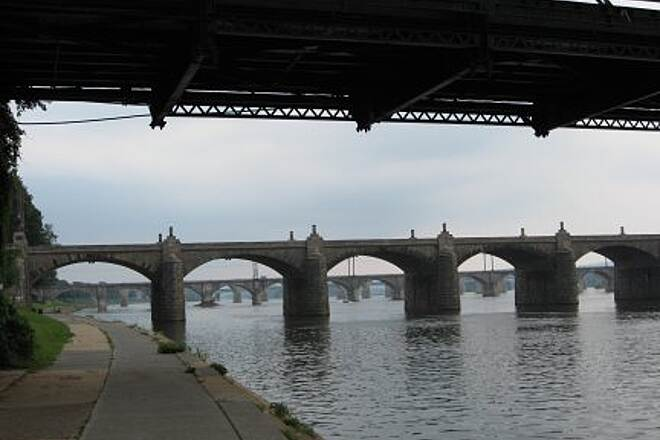 Capital Area Greenbelt Bridges Six bridges cross the Susquehanna at Harrisburg.