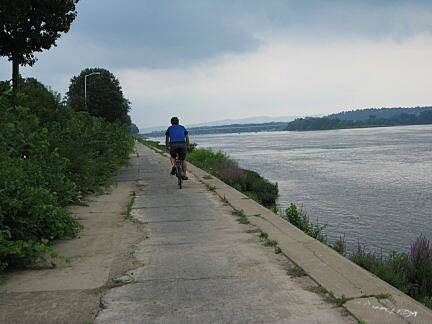 Capital Area Greenbelt river front Lower path below Front Street, right along the Susquehanna River
