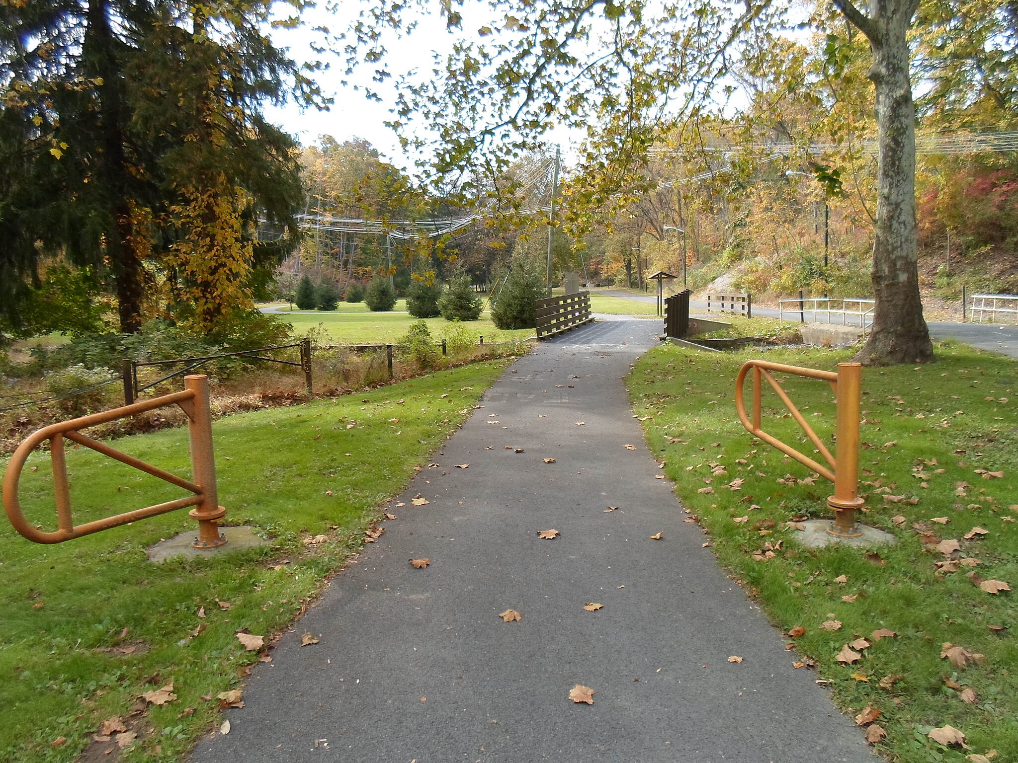 Capital Area Greenbelt Capital Area Greenbelt After paralleling Pine Drive down a steep hill, the trail takes another hard turn west at the junction with the Link Trail. It then goes west through an arboretum to the Farm Show Complex.