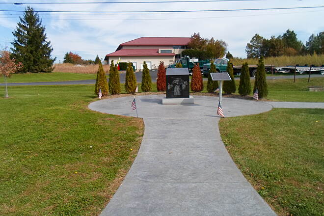 Capital Area Greenbelt Capital Area Greenbelt One of a couple of war memorials at the aptly named Veterans' Park, at the east end of the Link Trail.