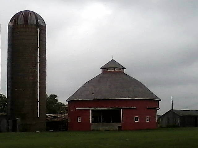 Cardinal Greenway Barn One of Indiana's famous round barns, just off the trail south of Muncie.