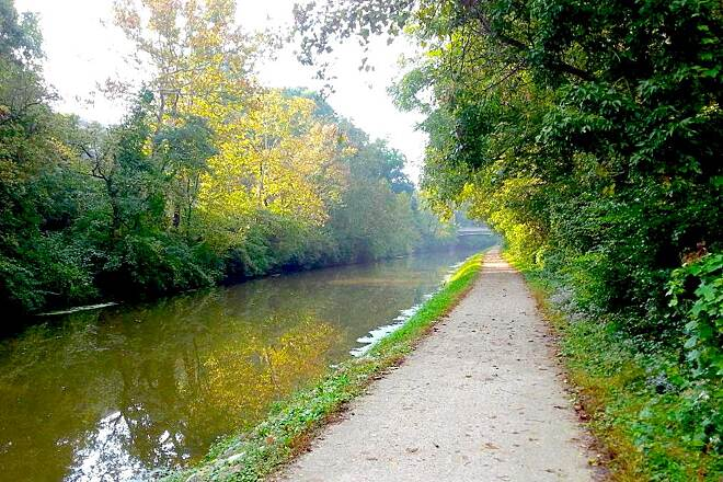 Central Canal Towpath Central Canal Towpath A beautiful October morning, south of 38th St.