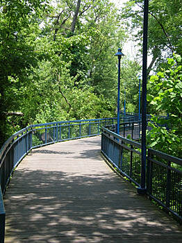 Chattanooga Riverwalk (Tennessee Riverpark) The Boardwalk through Woods