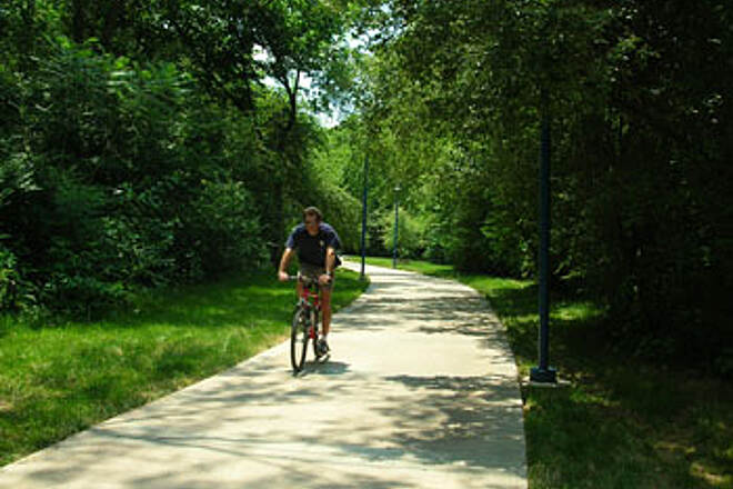 Chattanooga Riverwalk (Tennessee Riverpark) Enjoying the Trail