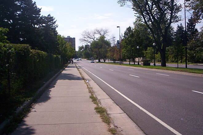 Cherry Creek Regional Trail Sidewalk Trail uses sidewalks along 1st Ave to go around Denver Country Club.