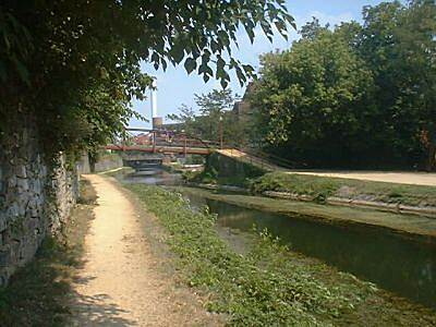 Chesapeake & Ohio Canal National Historical Park C&O in Georgetown The Canal runs through heavily urbanized Georgetown. That means lots of attractive coffee shops and restaurants just a block away.