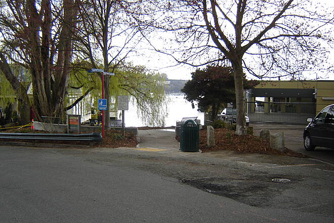 Cheshiahud Lake Union Loop Roanoke Street Mini Park, east side of the Loop and renovated in 2012 Image provided by Seattle Parks and Recreation