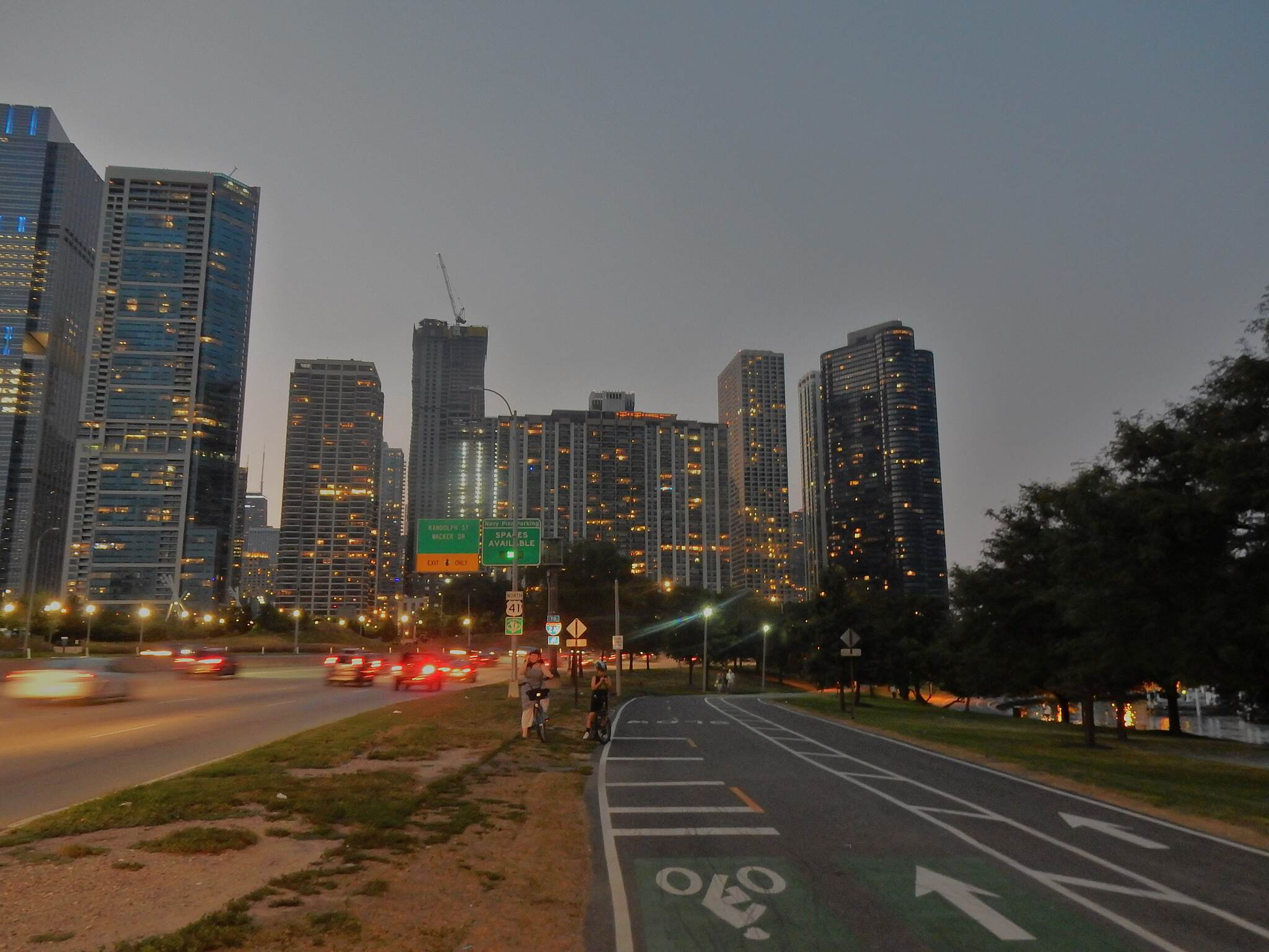 Chicago Lakefront Trail Gettin' dark. Next to the LSD, near Monroe Street. 8-12-18.