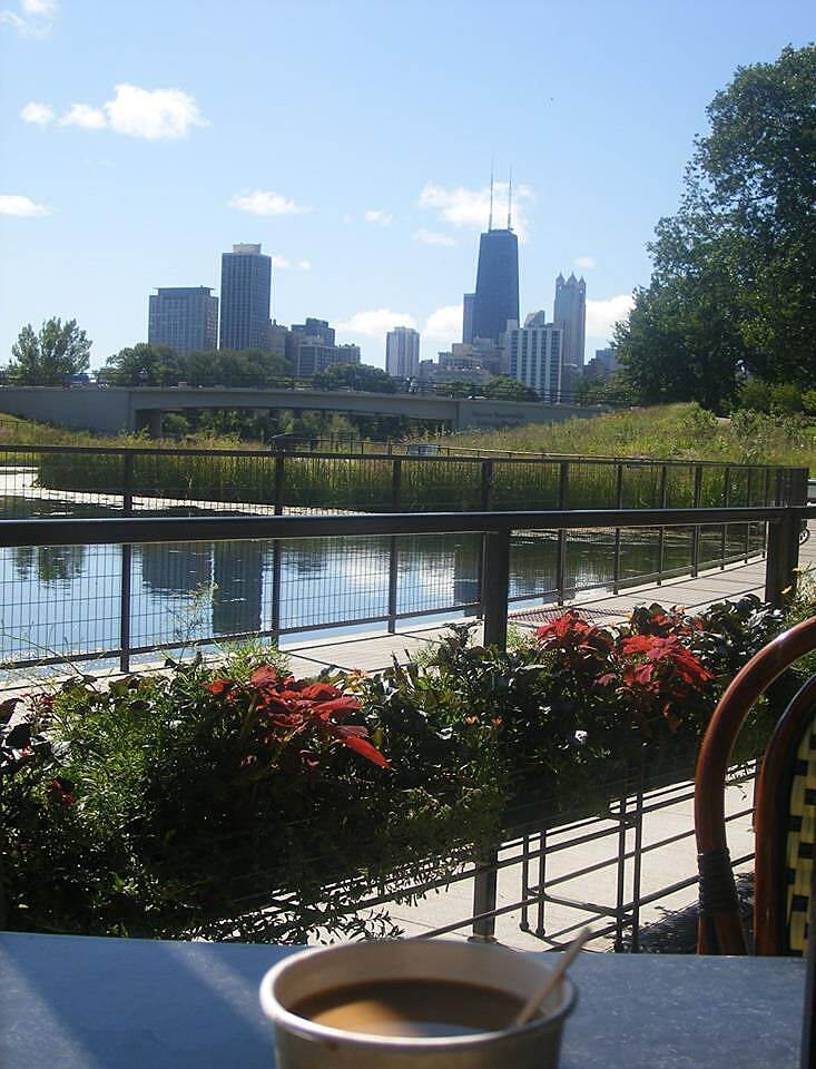 Chicago Lakefront Trail Breakfast at Lincoln Park Zoo Park your bike and head to the lagoon at Lincoln Park Zoo for a wonderful breakfast with a view.  Waffles, fruit salad and great coffee. Then continue along the lakefront after a nice tour of the zoo.