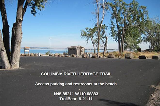 Columbia River Heritage Trail COLUMBIA RIVER HERITAGE TRAIL Parking and a sandy beach on the river.