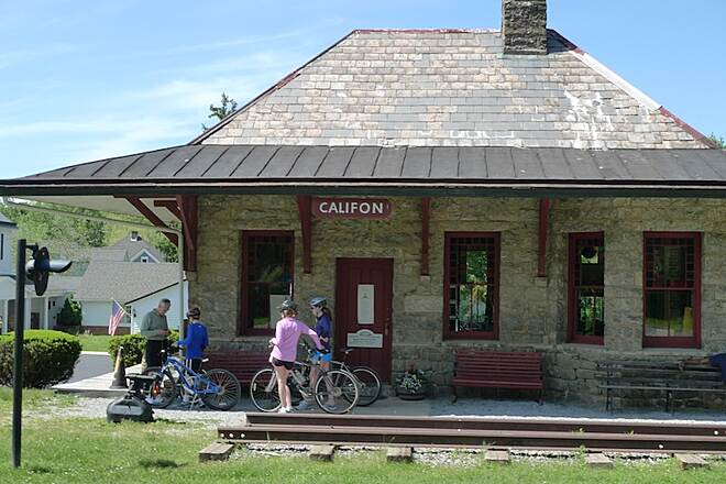 Columbia Trail Historic Califon: popular stop along the way