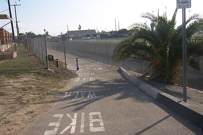 Compton Creek Bike Path Coompton Creek Bike Path CA 71 S. from ElSegundo