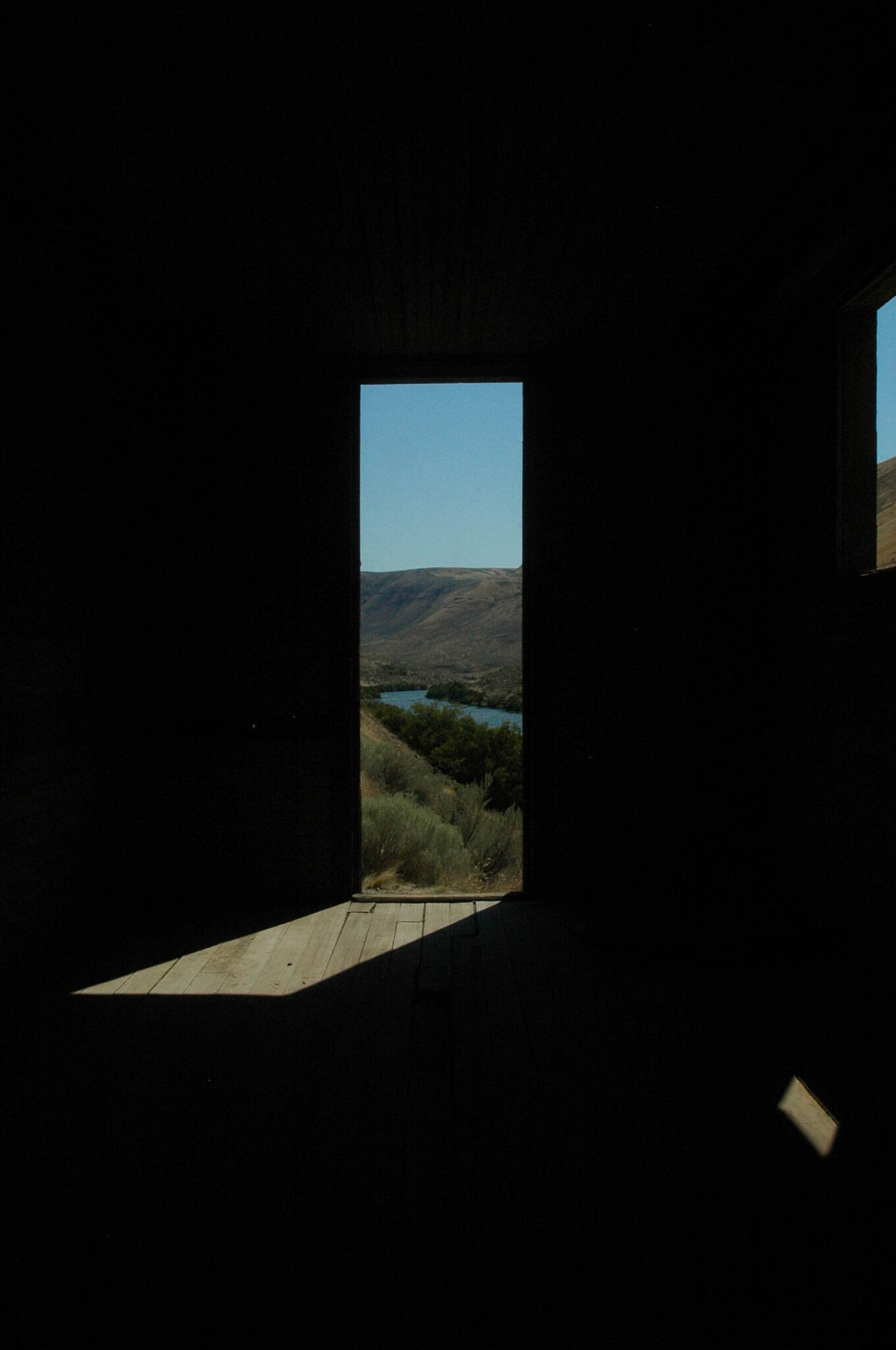 Deschutes River Railbed Trail View from inside old boxcar You'll find a seldom used campground here with pit toilets a few hundred feet away, about 10 - 12 miles from trail head