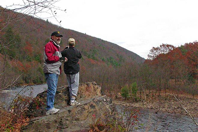 D&L Trail   Bill and Lee on the ledge