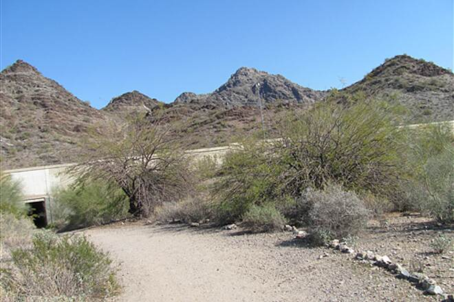 Dreamy Draw Bikeway Squaw Peak Highway Trail - Phoenix Mountains Preserve back door to Mtn bike trails (from Dreamy Draw Dr.)