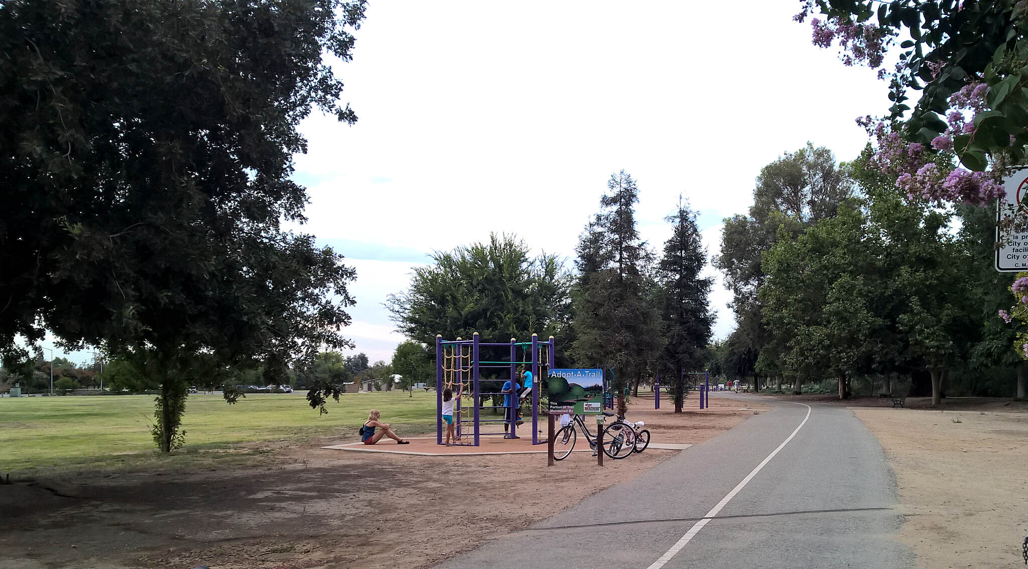 Dry Creek Trail (Clovis) Dry Creek Park There is an exercise course along the trail through Dry Creek Park. Parking, play area, covered picnic areas, and restrooms available. The Clovis Botanical Gardens is on the north side of the park.