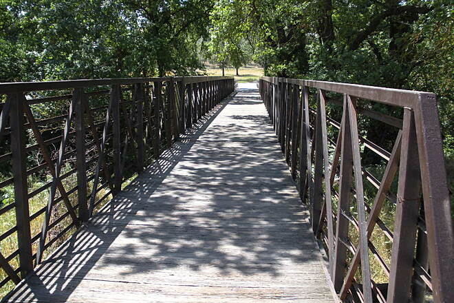 Dry Creek Trail (Modesto) bridge to the main trail Drycreek bridge