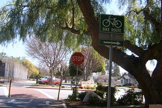 Duarte Recreational Trail EAST END PARKING ACROSS STREET IN 3 DIFFERENT AREAS AROUND ROYAL OAKS PARK