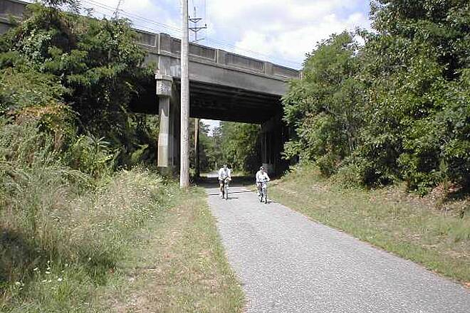 Edgar Felix Memorial Bikeway Passing under Route 34
