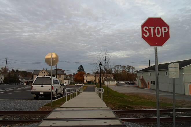 Elizabethtown Connector Trail Elizabethtown Connector Trail The trail crosses an active rail line near Brown Street. This is an industrial track that serves local businesses and is lightly used; it is not to be confused with the Amtrack lines a black away.