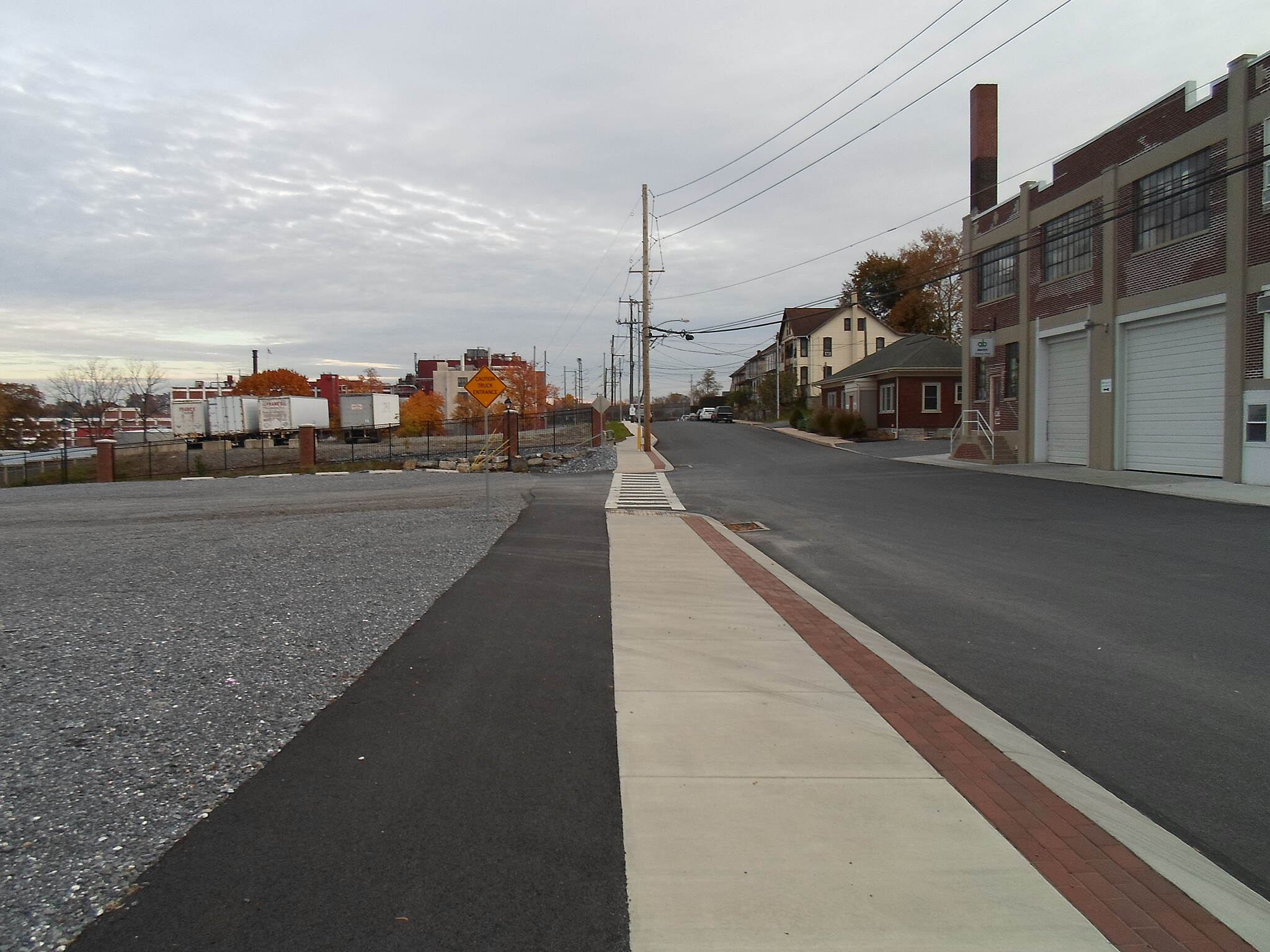 Elizabethtown Connector Trail Elizabethtown Connector Trail The trail briefly parallels Brown Street on this sidewalk, which has been widened with an asphalt section on the east side. Taken Oct. 2015.
