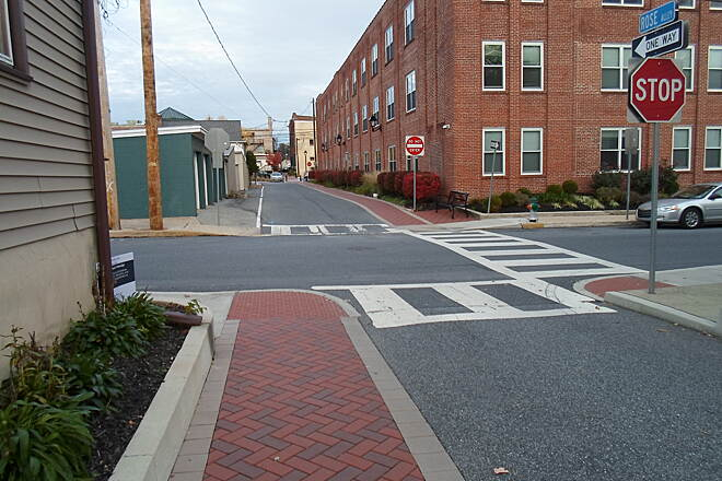 Elizabethtown Connector Trail Elizabethtown Connector Trail After following the north side of Rose Alley for a block, the trail crosses at Poplar Street and continues along the south side.