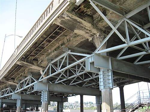 Elliott Bay Trail (Terminal 91 Bike Path) ELLIOTT BAY TRAIL The underside of the Magnolia Bridge, with all the truss work, does not inspire.