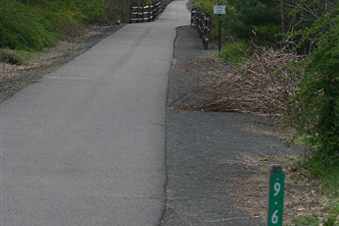 Farmington Canal Heritage Trail Welcome to Weatogue - Simsbury, CT Simsbury Loves our Rail Trail