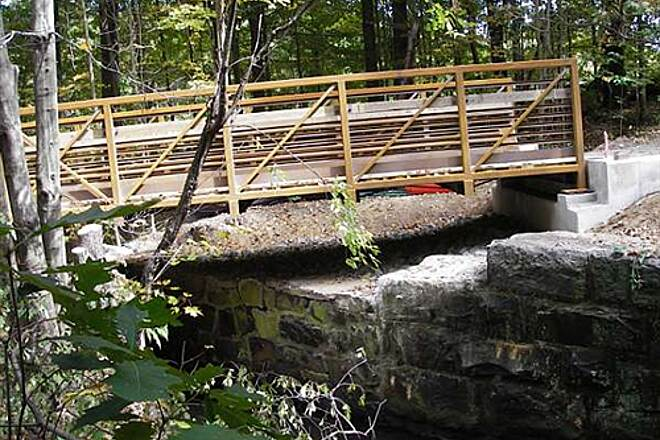 Farmington Canal Heritage Trail First Bridge dropped near Conn. Line One of two bridges ready to ride 9-23-09