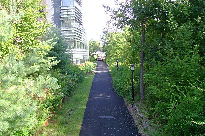 Farmington Canal Heritage Trail Hillhouse Avenue Starting the trail