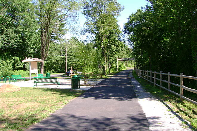 Farmington Canal Heritage Trail Cheshire-Southington border Beginning of the Southington trail