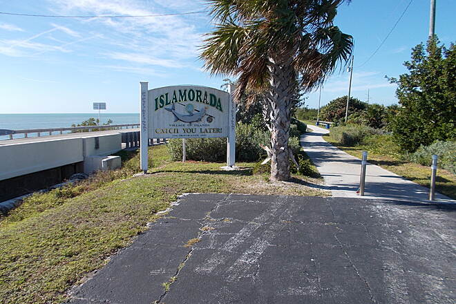 Florida Keys Overseas Heritage Trail FKOHT in Islamorada The trail heading out from the parking area in Islamorada; the highway bridge is to the left. Photo by Bob Youker.