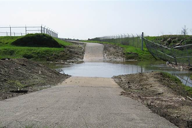 Folsom South Canal Recreation Trail Seasonal Flooding Heavy winter rains sometimes make the trail impassable