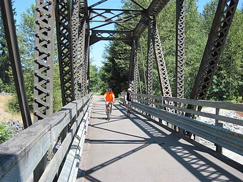 Foothills Trail FOOTHILLS TRAIL - S. Prairie - Orting On the bridge